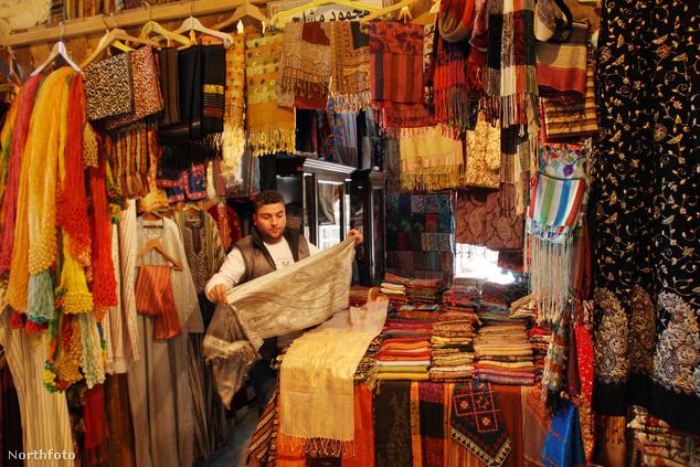 Piac az észak-szíriai Halab városában