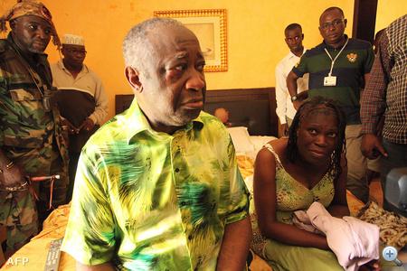 A letartóztatott Gbagbo és felesége