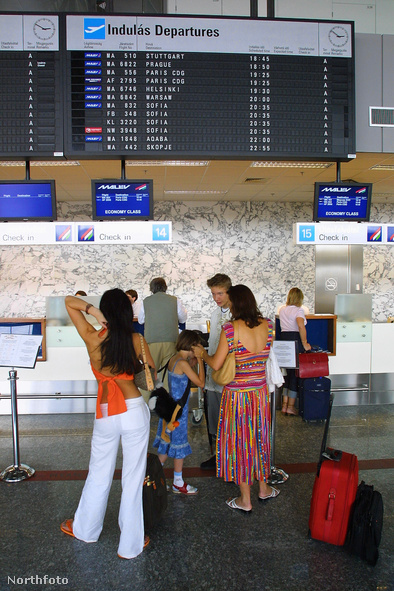 Malév-utasok a reptéren