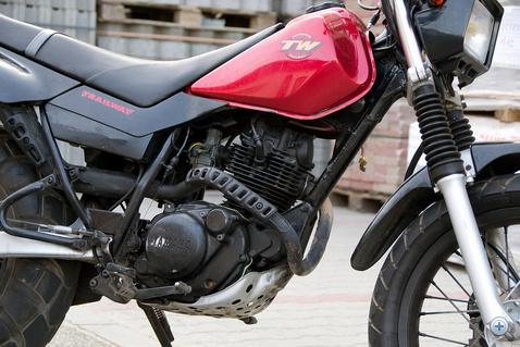 Régi, megbízható ismerős: a Yamaha SR 125 (szaknyelven postásyamaha) blokkja