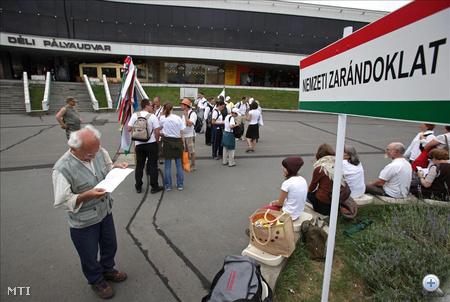 Budapest, 2009. június 20. Megérkezett Budapestre a Nemzeti Zarándoklat, amelynek résztvevői az ország négy szegletéből indultak el, hogy felhívják a figyelmet a vidék értékeire, az önkormányzatok nehéz helyzetére, a szeretet és az összefogás fontosságára.