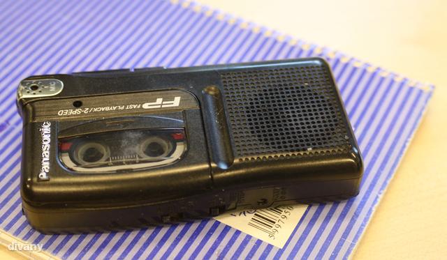 Egy leharcolt diktafon, amely csak selejtezéskor látja a napvilágot
