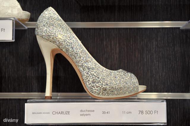 Dívány - lájfhekk - Luxusesküvője már akár egymillióból is lehet 0127a7e5e7