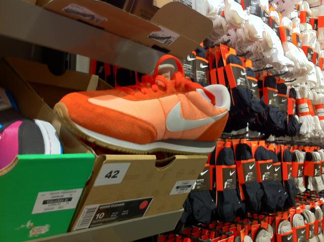 Nike (Premier Outlets Center): Ezt már edzéshez is fel lehet venni. Sajnos akciósan is 13990 forint.