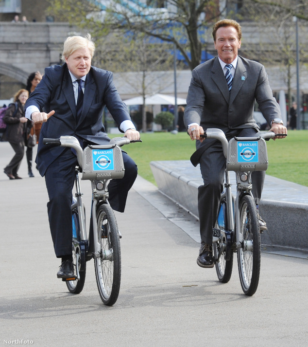 "Boris Johnson, London polgármestere és Arnold Schwarzenegger, Kalifornia kormányzója ""Boris Bike""-on"