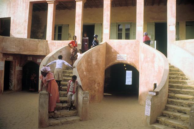 Szenegál, az ajtó, amelyből nincs visszatérés. Ezen haladtak át az eladott rabszolgák, akik soha többé nem tértek vissza Afrikába