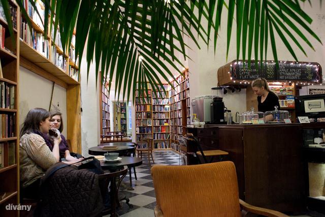 Massolit könyvesbolt és kávézó