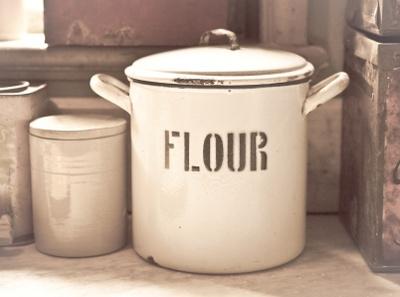 stockfresh 1091478 flour-tin sizeXS