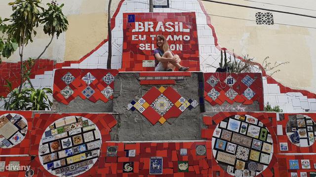 Egy hétig a Lapa nevő bulnegyedben, és Rio de Janeiro egyik turistalátványosságának, az Escadaria Selarón szomszédságában laktam.