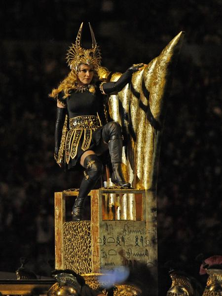 Így indult a show: egyszerre egyiptomi, egyszerre római a stílus.