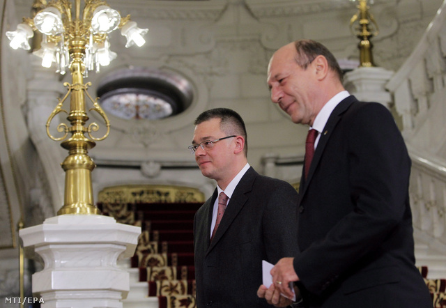 Mihai Razvan Ungureanu kijelölt román miniszterelnök és Traian Basescu