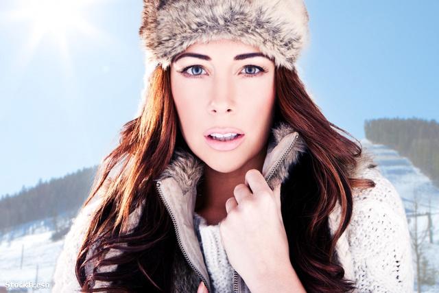 stockfresh 1491563 winter-woman-on-ski-slope sizeM