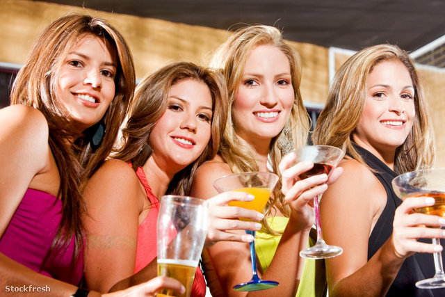 stockfresh 1362527 girl-friends-in-a-bar sizeM