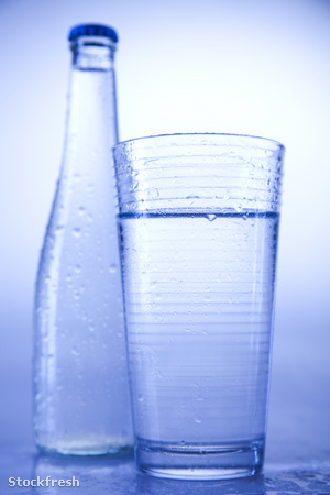 stockfresh 1330240 water-bottle-background sizeM