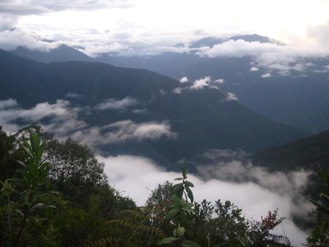 ...vagy amikor egy pillanatra körbetekintve a végtelen felhőerdő és feneketlen mélység látványával szembesültem.