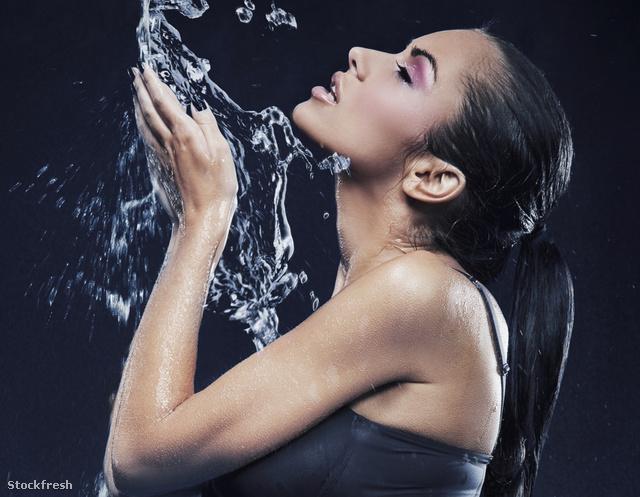 stockfresh 717135 stunning-brunette-taking-a-shower sizeM