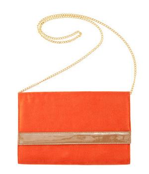 H&M: Szeretik a narancssárgát a cégnél, na. Az álvelúr táska 3990 forintot kóstál.