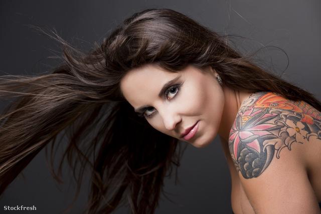 stockfresh 1051165 woman-with-a-tattoo sizeM