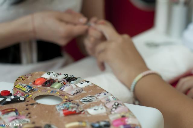 stockfresh 1148282 placing-nails-manicure sizeM