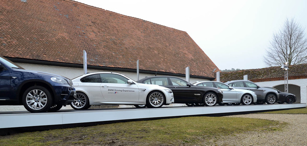 Az M-érdekeltségbe tartozó típusok. Van M-Paketes autó, Fahrer Training-es és ott, a végén...