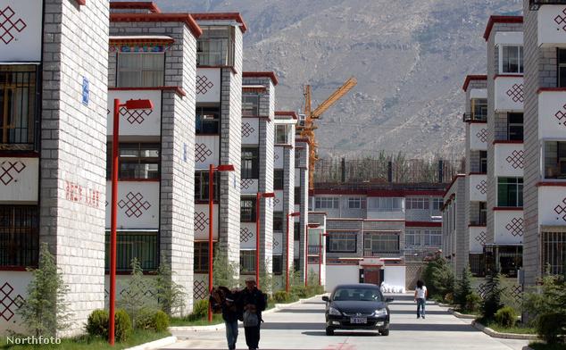 Lakótelep Lhászában