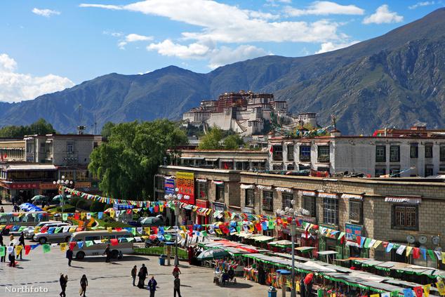 A Potala palota Lhásza felett