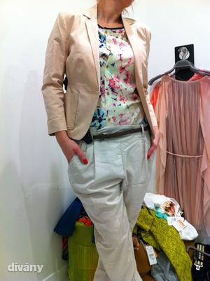 Bershka: Bár amikor betértünk a boltba, retinagyilkos színekkel találkoztunk, azért sikerült összeválogatni egy pasztelles szettet 24 ezer forintért.