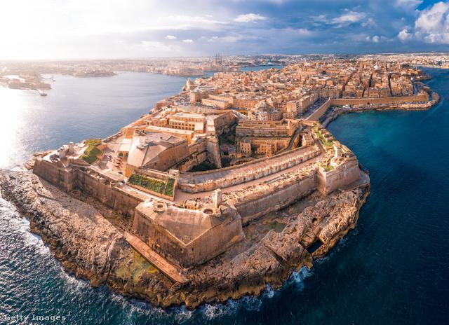 A Földközi-tengeren, Szicíliától mindössze 93 kilométerre fekvő Máltát három sziget alkotja: Málta, Gozo és Comino.