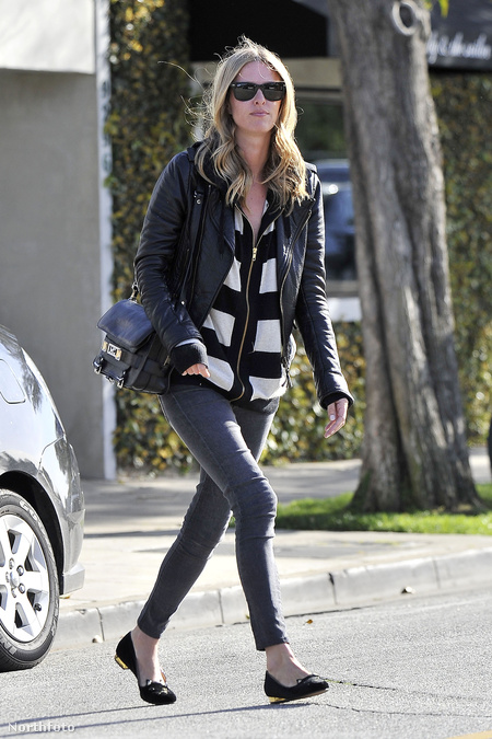 Nicky Hilton megy a fodrászhoz