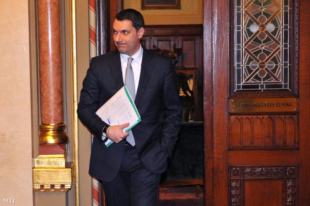 Lázár János a Fidesz frakcióvezetője távozik Kövér László házelnök dolgozószobájából miután Orbán Viktor miniszterelnök és Kósa Lajos a Fidesz ügyvezető alelnöke részvételével megbeszélést folytattak az Országházban.