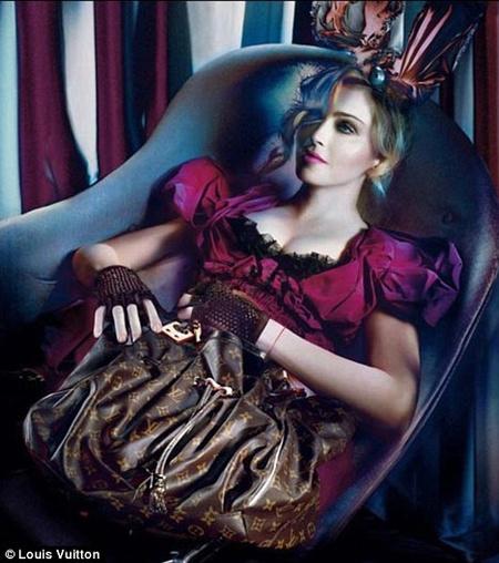 Madonna most már csak úgy teszi oda magát, hogy nem is teszi oda magát