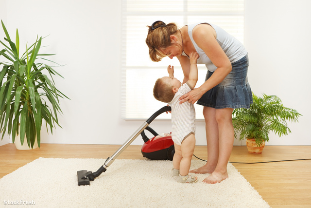 stockfresh 232198 mother-cleaning-the-floor sizeM