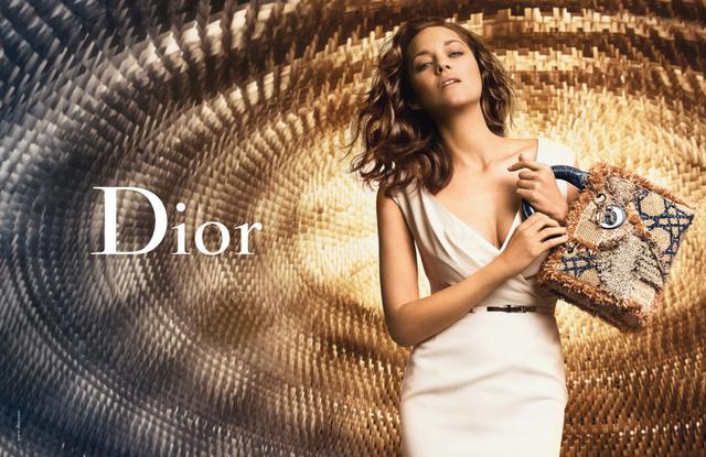 Marion Cotillard a Lady Dior arca