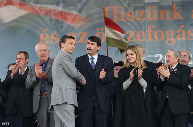 Budapest 2002. április 13. Választási nagygyűlést rendezett a Fidesz - Magyar Polgári Párt a Kossuth téren amelynek fő szónoka Orbán Viktor miniszterelnök volt.