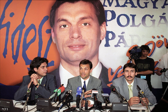 Budapest, 1998. május 10. Deutsch Tamás, Orbán Viktor és Áder János a a párt vezető politikusai a Fidesz Magyar Polgári Párt választási központjában.