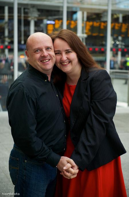 David Walker és Laura O'Meara csókolóznak a London Bridge állomáson, mint minden reggel