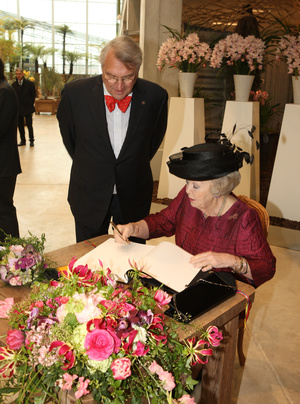 A holland királynő és virágok az április 5.-ei ünnepélyes megnyitón