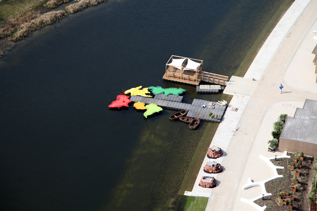 A nagyobb utazási irodák hajóutakat is szerveznek a kiállításra.