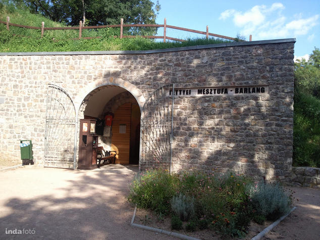 A Tettyei Mésztufa-barlang