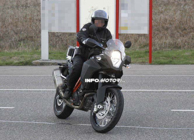2014-KTM-Adventure-1290-spy-photo-03