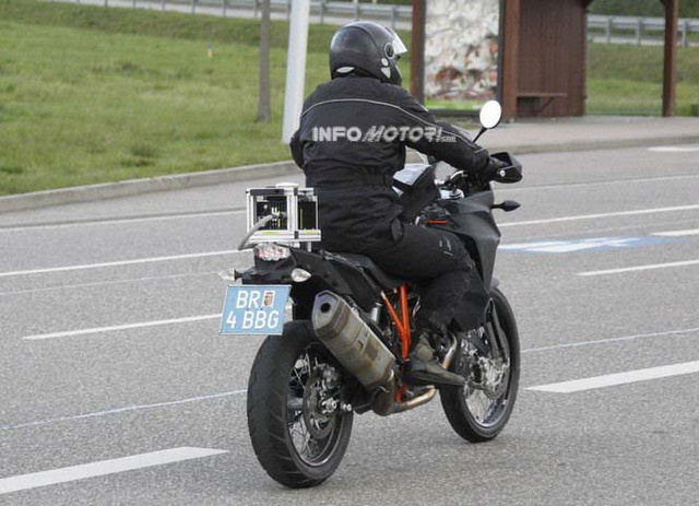 2014-ktm-adventure-1290-spy-photo-08