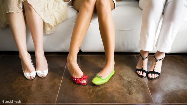 stockfresh 367922 mismatched-shoes sizeM