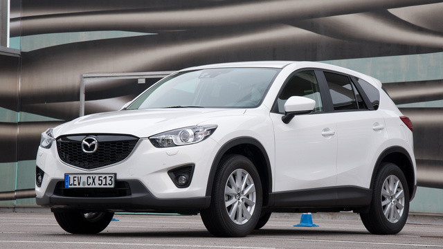 Fehérben jobb, bár nehéz nem észrevenni, mennyire hasonlít a Mitsubishi AS-X, bár sokkal szebb