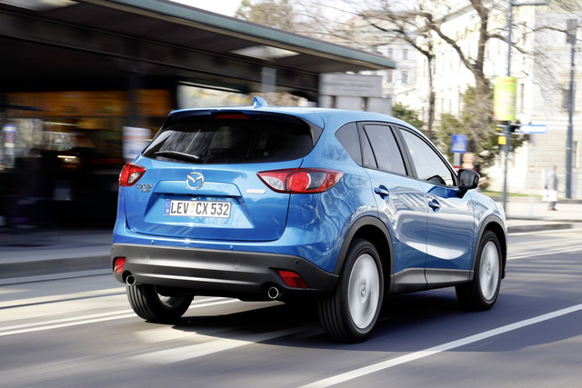 CX-5 2012 skyblue action 11