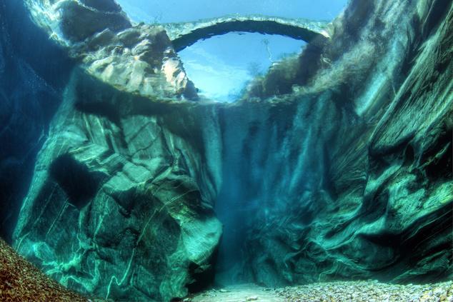 Ez nem fantasy, csak a Verzasca folyó