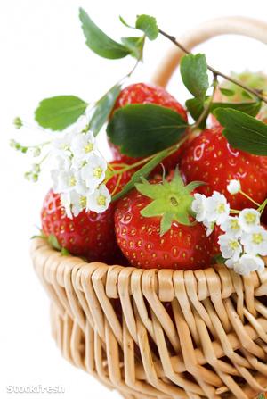 stockfresh 568502 basket-of-strawberries sizeM