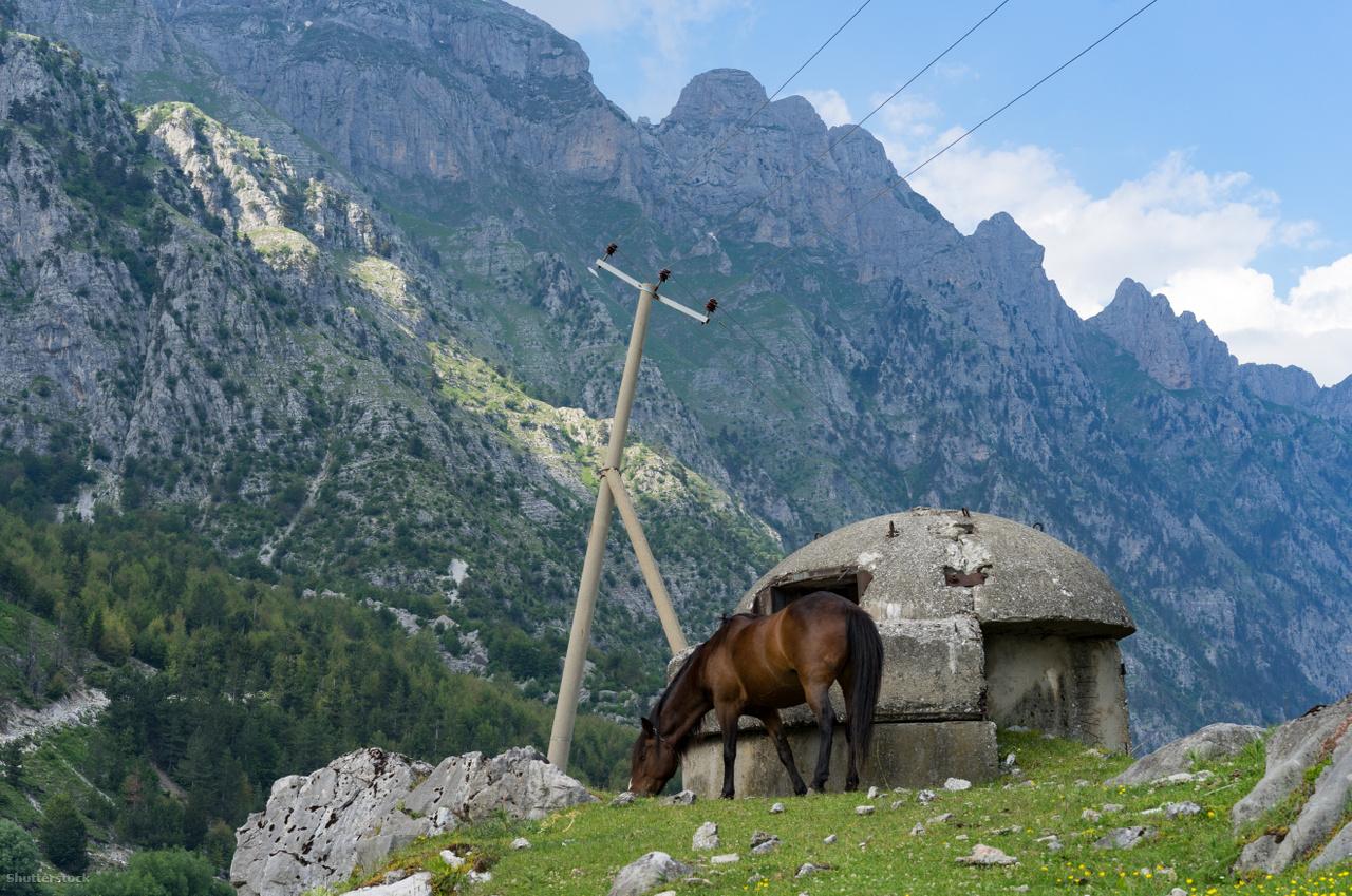 QZ típusú bunker valahol az Albán-Alpokban