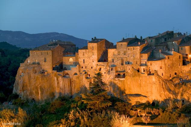 Pitigliano, a sziklafalra épült városka