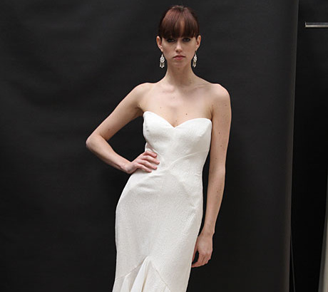 Különböző korok ihlette esküvői ruha Nicole Millertől