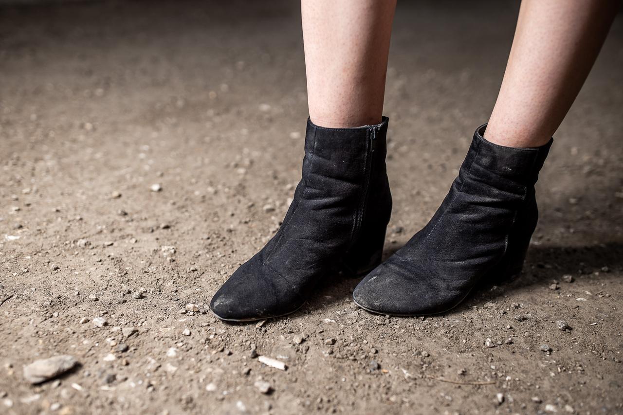 """""""Ezt a cipőt tegnap vettem, mert tönkrement az előző bakancsom, és mindenféleképp valami zárt cipőt szerettem volna.""""                          Eredetileg egy új bakancsot szeretett volna venni, az előző két évig bírta, de nem talált sehol megfelelőt.                           """"Tavaly szandállal kezdtem a fesztivált, de egy nap után úgy megfájdult a lábam, mert semmi tartást nem adott, hogy eldöntöttem, soha többet."""""""
